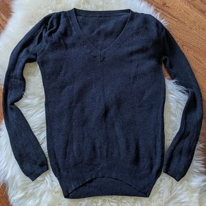 Aritzia Wilfred v neck knit pullover sweater